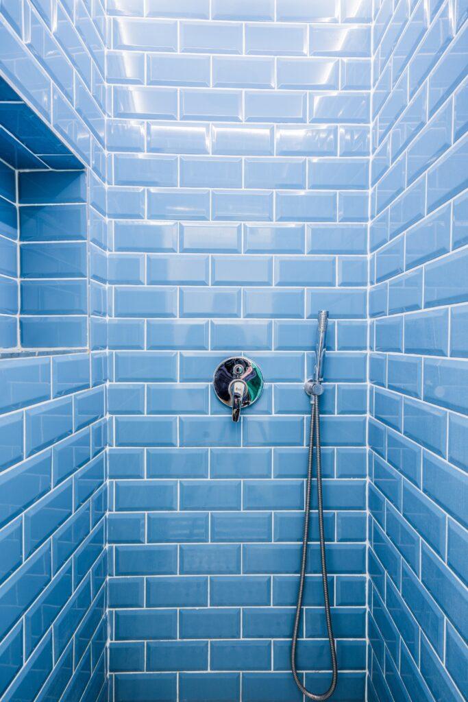 kis fürdőszoba csempe kék