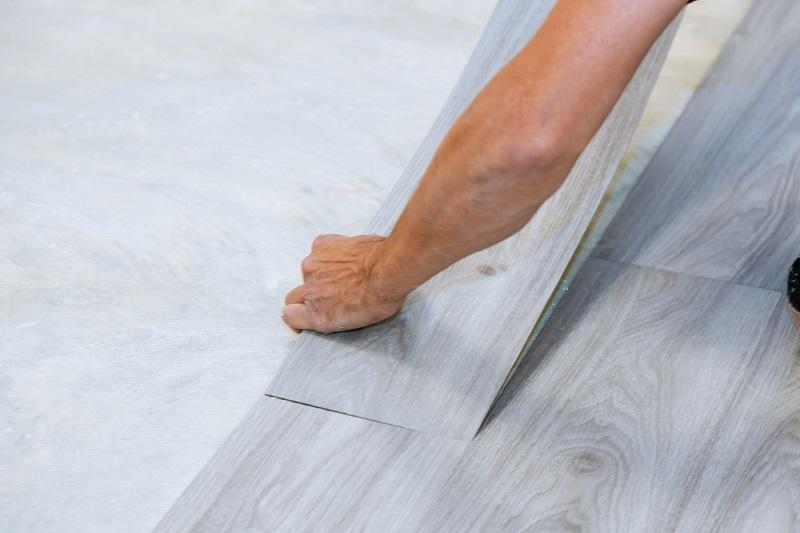 klikkes vinyl padló lerakása